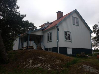 """Referensjobb """"Fasadmålning och Takomläggning Maj 2013 """" utfört av Gregor Entreprenad i Åkersberga AB"""