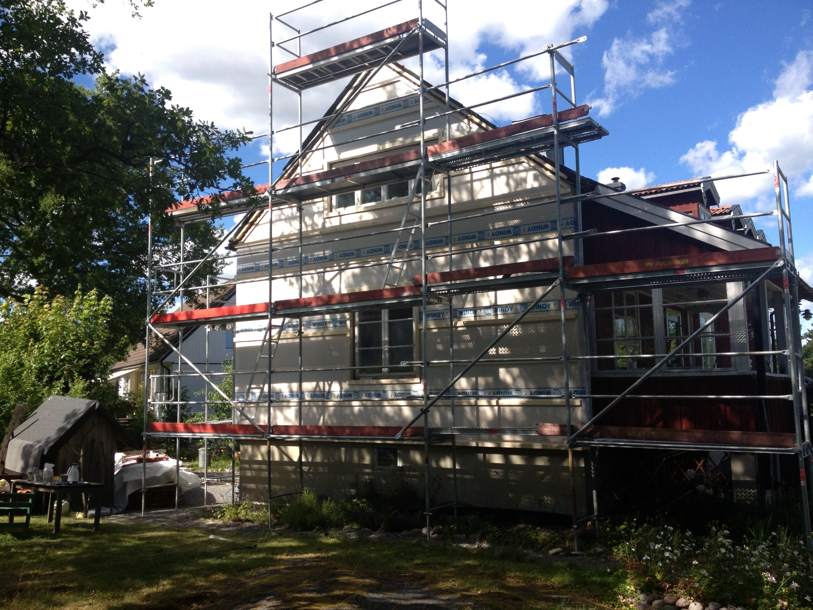 """Referensjobb """"Tilläggsisolering och fasadrenovering Näsbypark"""" utfört av Gregor Entreprenad i Åkersberga AB"""