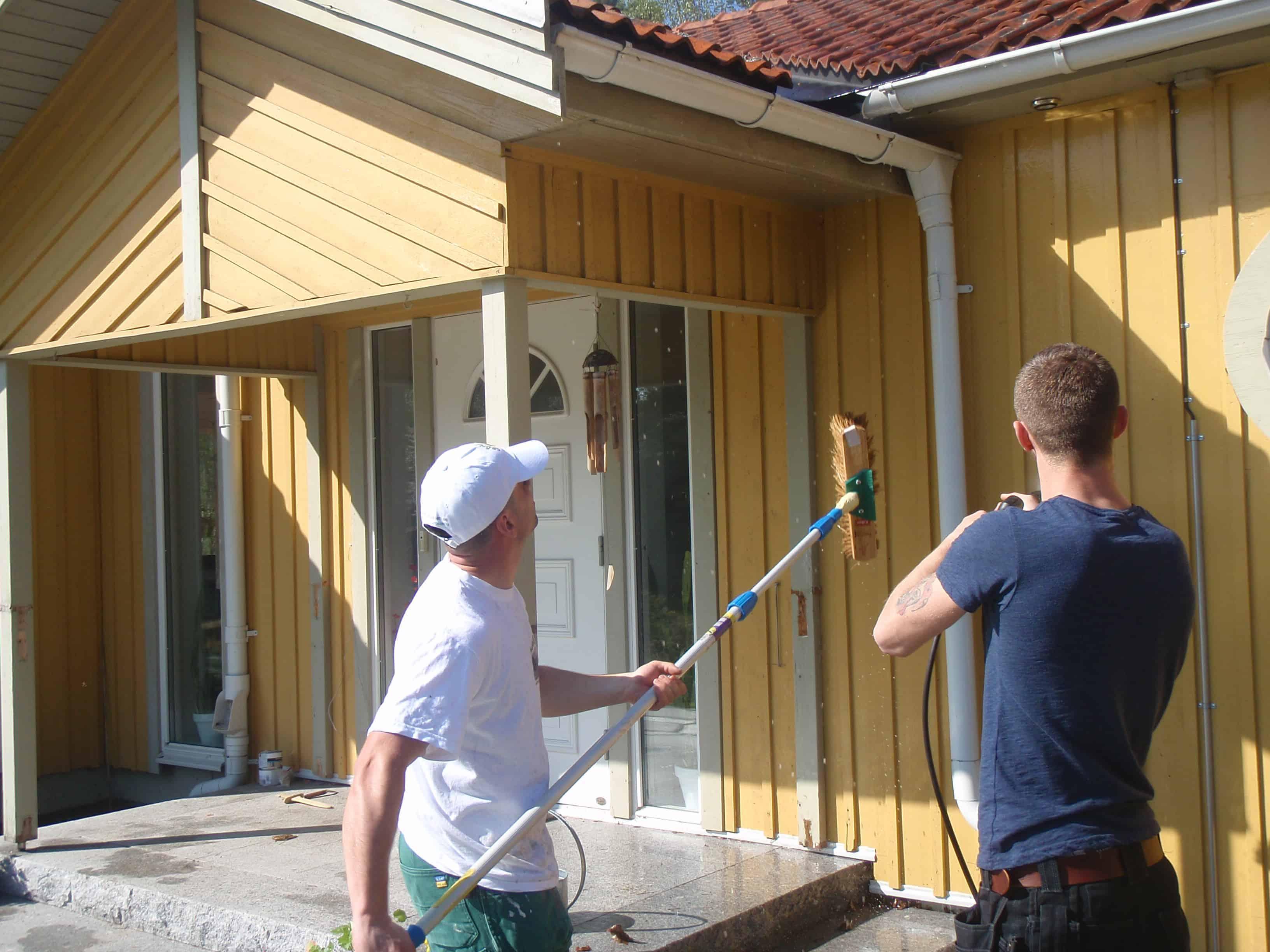 """Referensjobb """"Fasadmålning & Fasadtvättning &taktvättning"""" utfört av Gröna Bussen AB"""