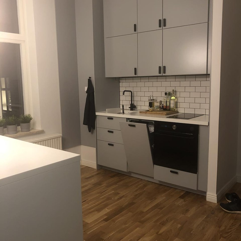 """Referensjobb """"Totalrenovering, öppet kök med vardagsrummet samt köksö"""" utfört av PGF partners AB"""