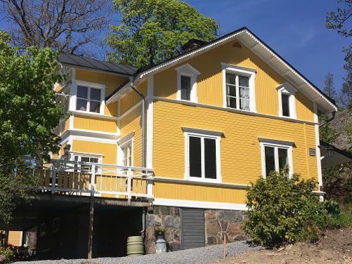 """Referensjobb """"Villa med snickarglädje möter modern färgsystem """" utfört av Takunderhåll i Stockholm AB"""