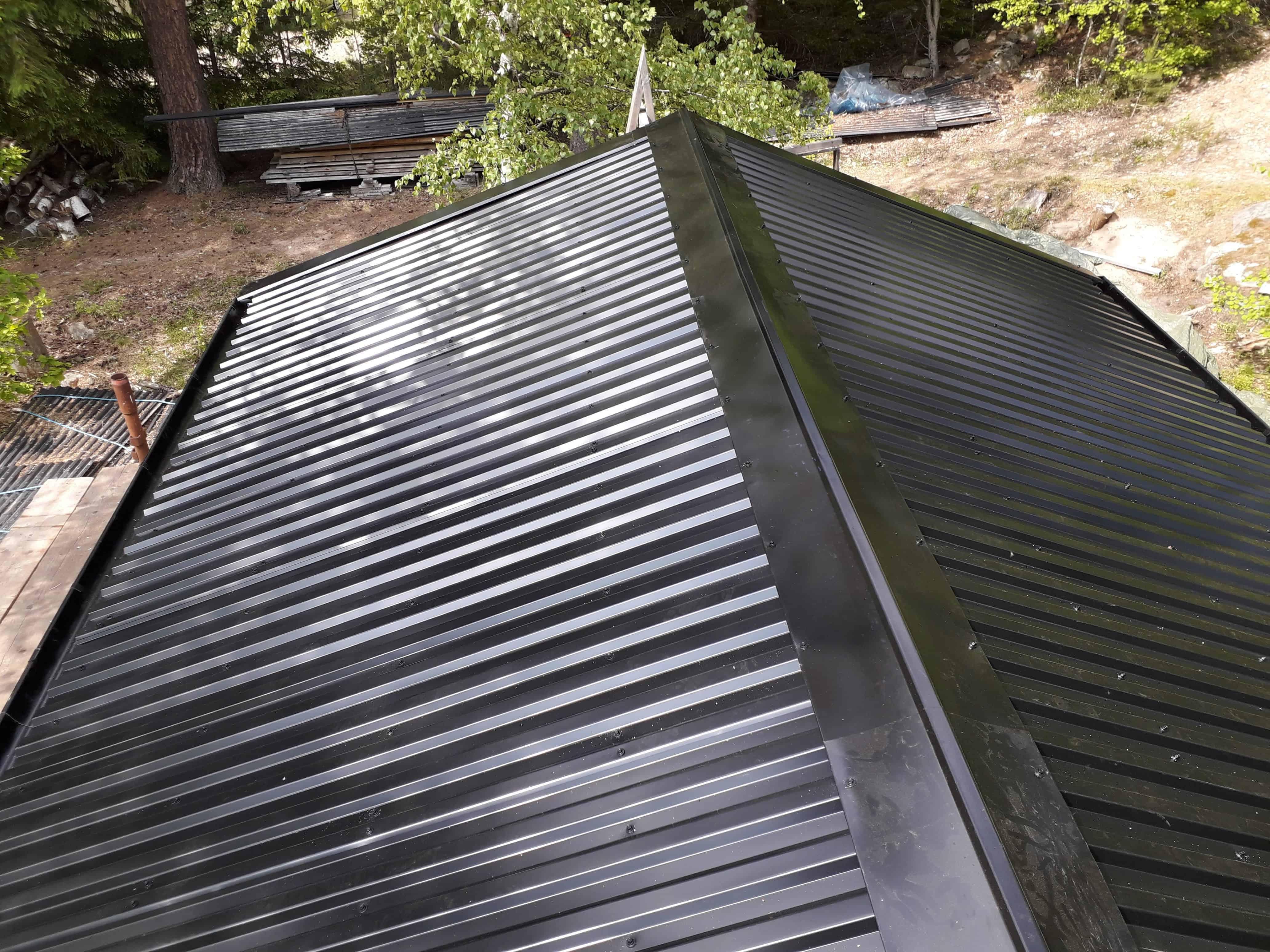 """Referensjobb """"Nytt plåttak"""" utfört av Mikael Fogelbergs Byggnadsfirma i Mullsjö"""