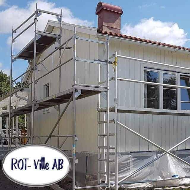 """Referensjobb """"Fasadrenovering , fasadmålning ,dränering samt ny gräsmatta & stenmur."""" utfört av ROT-Ville Aktiebolag"""