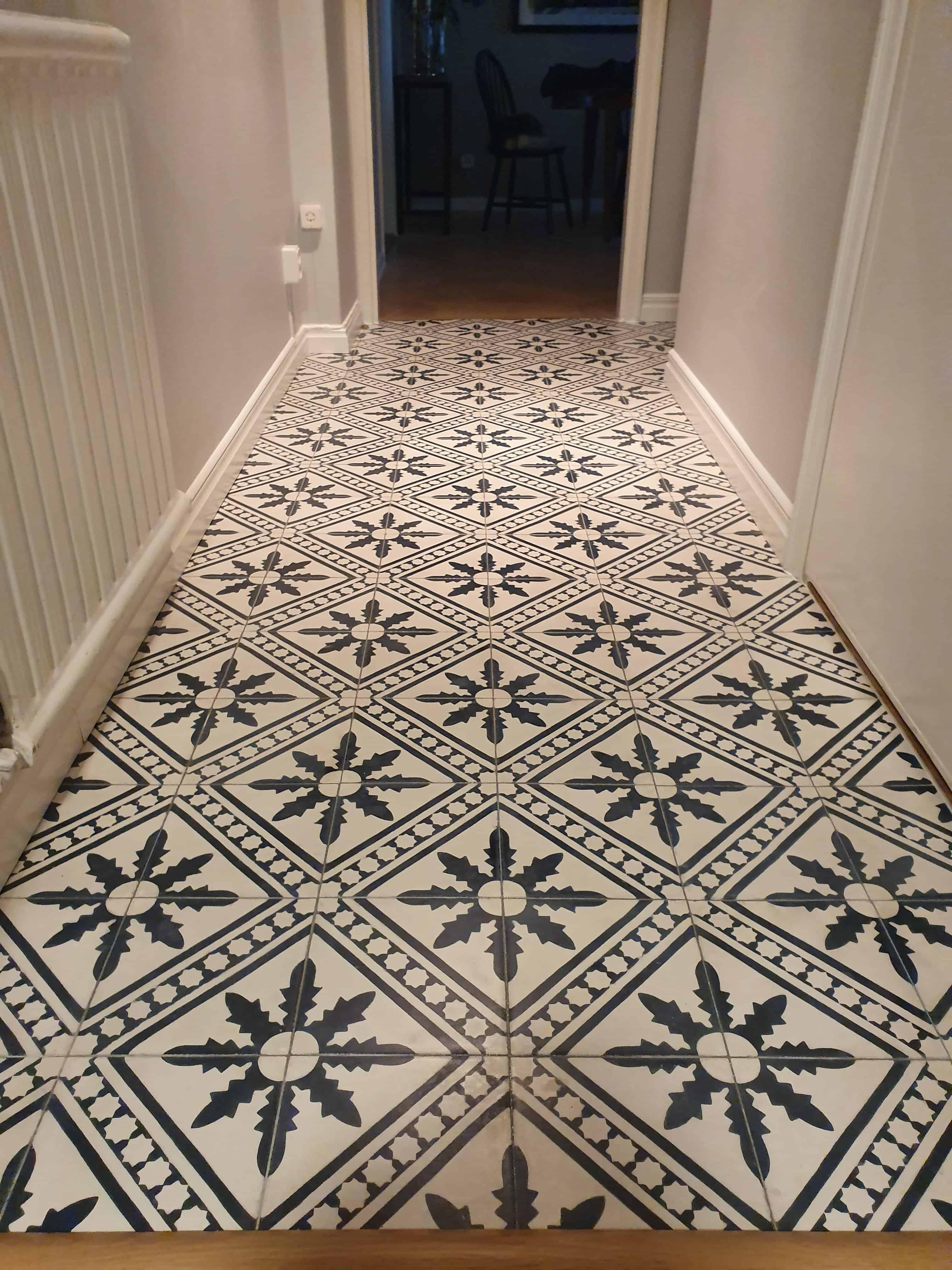 """Referensjobb """"Vackert klinkers golv i hallen"""" utfört av Damian Bygg"""