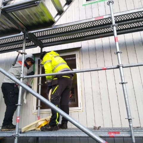 """Referensjobb """"Byte av fasad och fönster i Mölndal"""" utfört av Björkström Gruppen Kommanditbolag"""