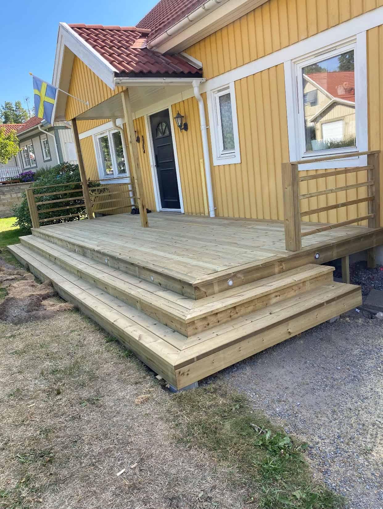"""Referensjobb """"Altan och trappa"""" utfört av 28 BYGG & ENTREPRENAD VÄRMDÖ AB"""
