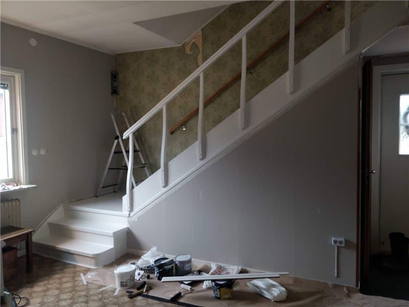 """Referensjobb """"Målning av trappa efter."""" utfört av Alma Bygg & Måleri AB"""