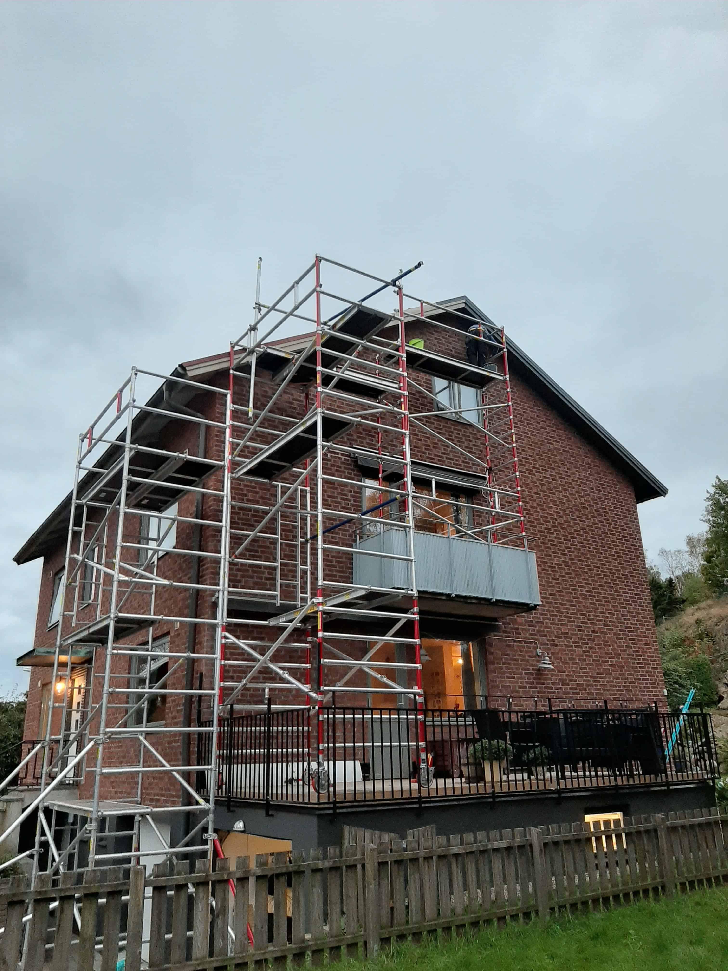 """Referensjobb """"Nya vindskivor, nya plåtar och målning taksprång i Mölndal."""" utfört av Björkström Gruppen Kommanditbolag"""