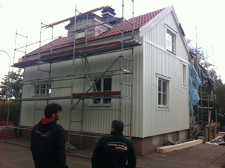 """Referensjobb """"Fasadrenovering, tak och utbyggnad, Enskede"""" utfört av Lanner Bygg AB"""