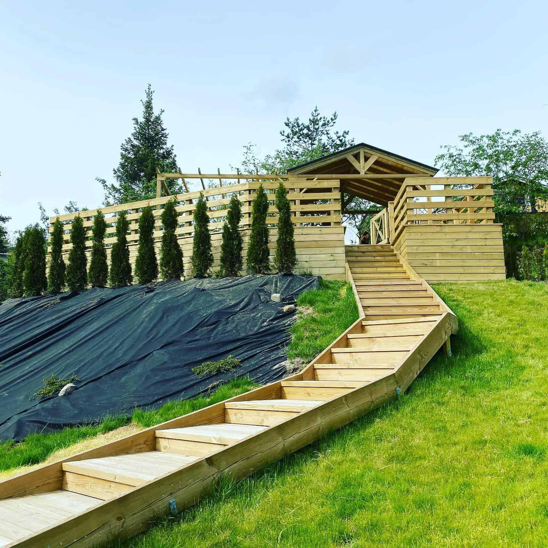 """Referensjobb """"Snygg trappa upp till stora fina altanen"""" utfört av AXION BYGGSERVICE AB"""