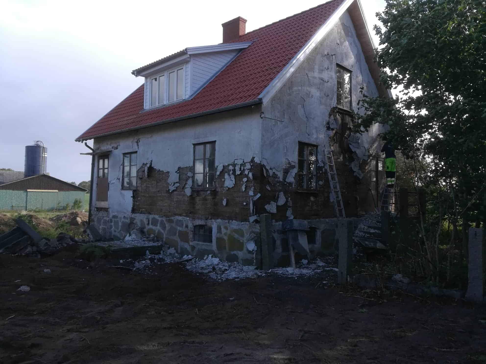 """Referensjobb """"Husrenovering före."""" utfört av TZM Bygg & renovering AB"""
