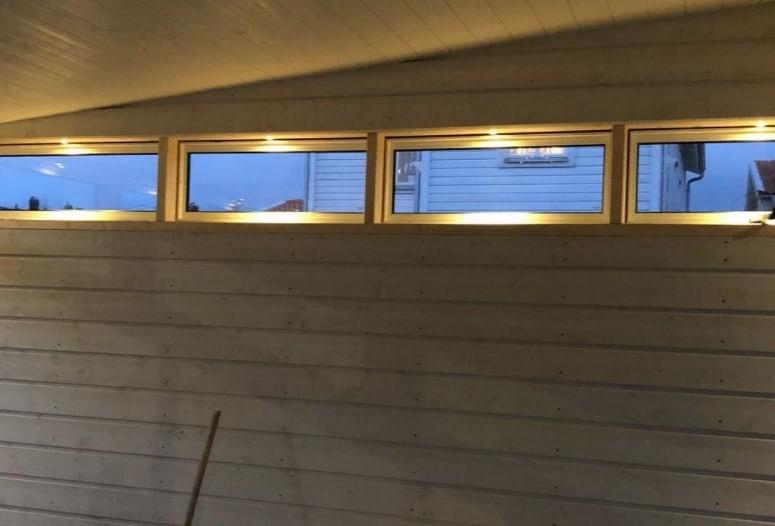 """Referensjobb """"Här hjälper vi en kund med lite ljussättning i tillbyggnad."""" utfört av Prima Elinstallationer Väst AB"""