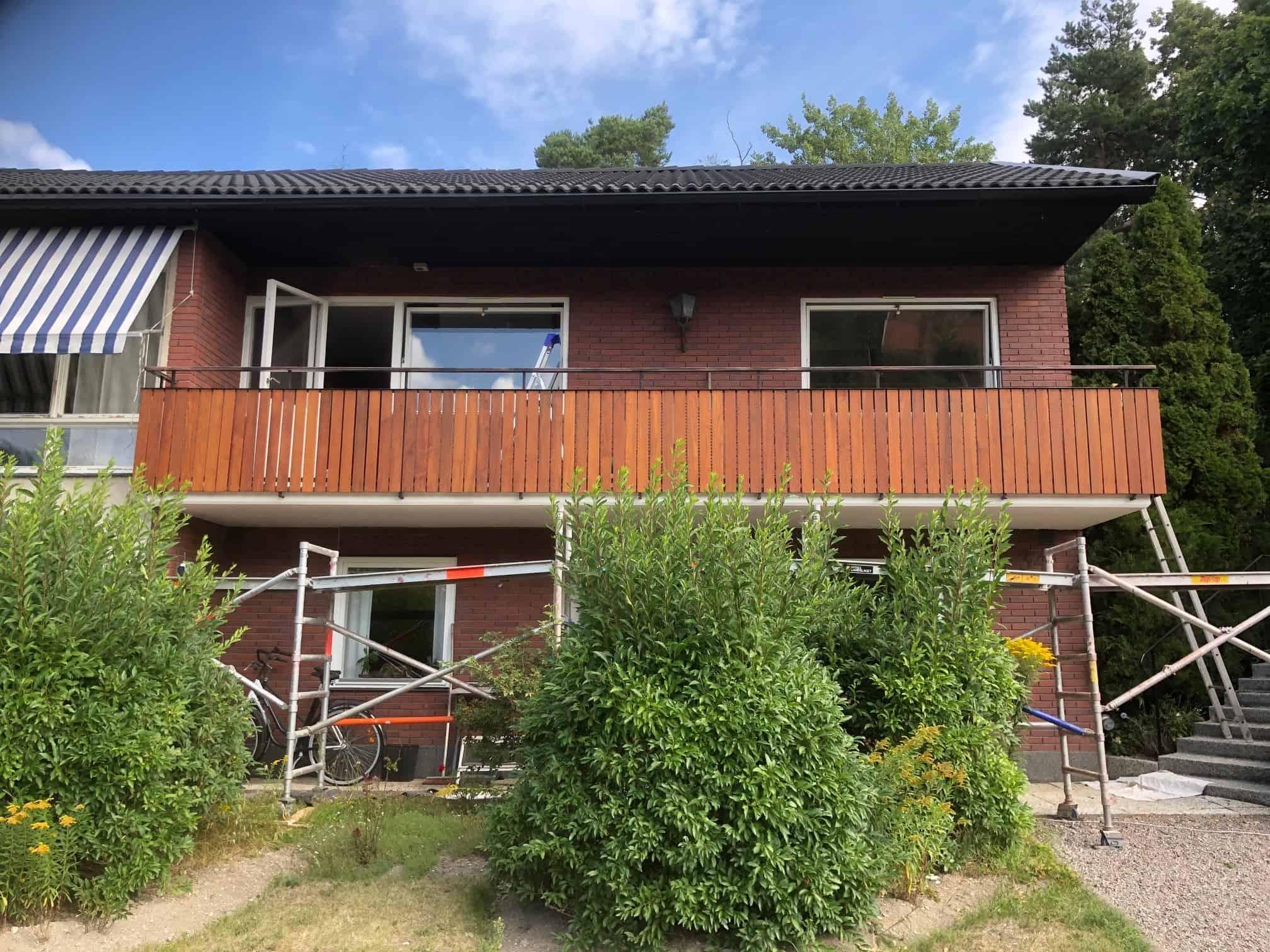 """Referensjobb """"Renoverat balkongräcke."""" utfört av S.Bergström Måleri AB"""