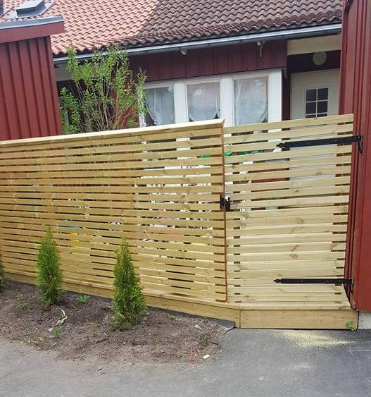 """Referensjobb """"Uteplats med staket."""" utfört av ProjFast Fastighetsutveckling AB"""