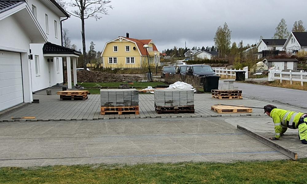 """Referensjobb """"Plattläggning"""" utfört av Schakt och Markteknik i Tumba AB"""