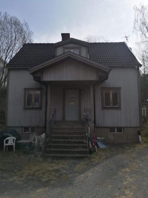 """Referensjobb """"Fasadmålning Före."""" utfört av Olofstorps Allservice"""