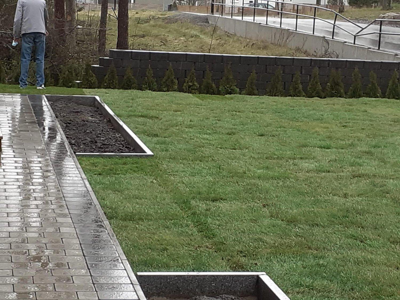 """Referensjobb """"Anlägga gräsmatta och marksten"""" utfört av Jordbro Miljö & Trädgård AB"""