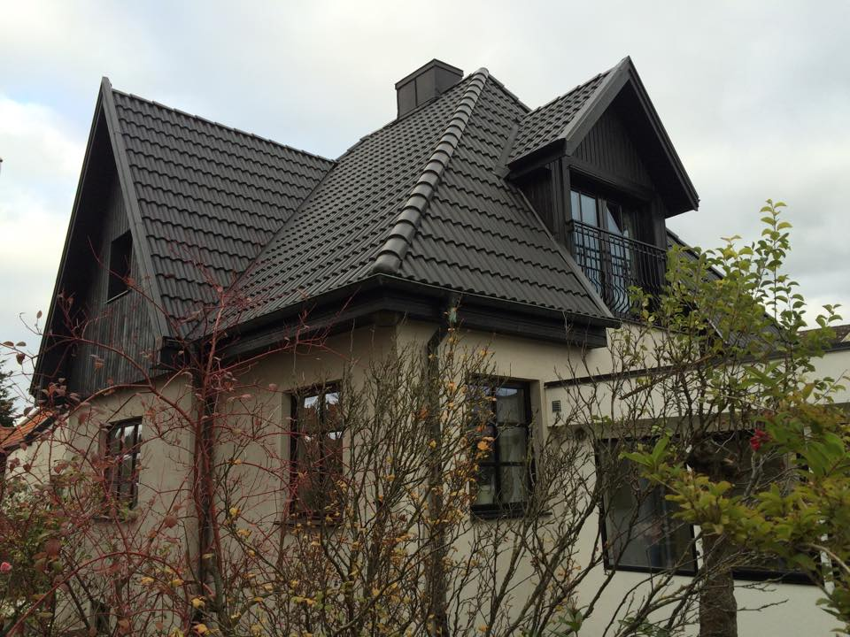"""Referensjobb """"Omfattande takrenovering inkl. tilläggsisolering, reparation av takstolar, mm."""" utfört av LYXMAR AB"""