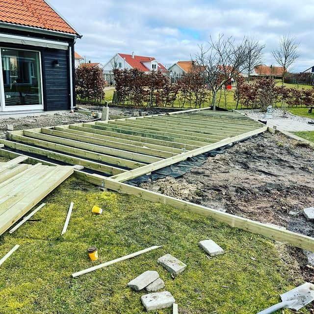 """Referensjobb """"Trädäck."""" utfört av A.O.M Projects Sweden AB"""