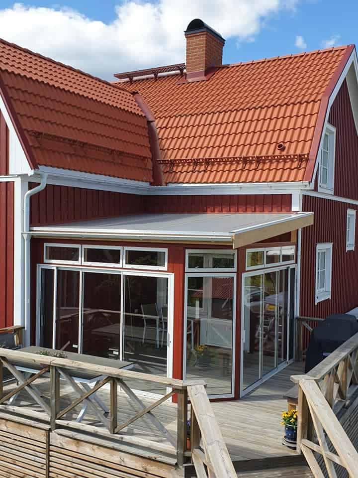 """Referensjobb """"Altan glaspartier och snörasskydd byggd åt 'Vi fixar Örebro AB'"""" utfört av NFD Bygg"""