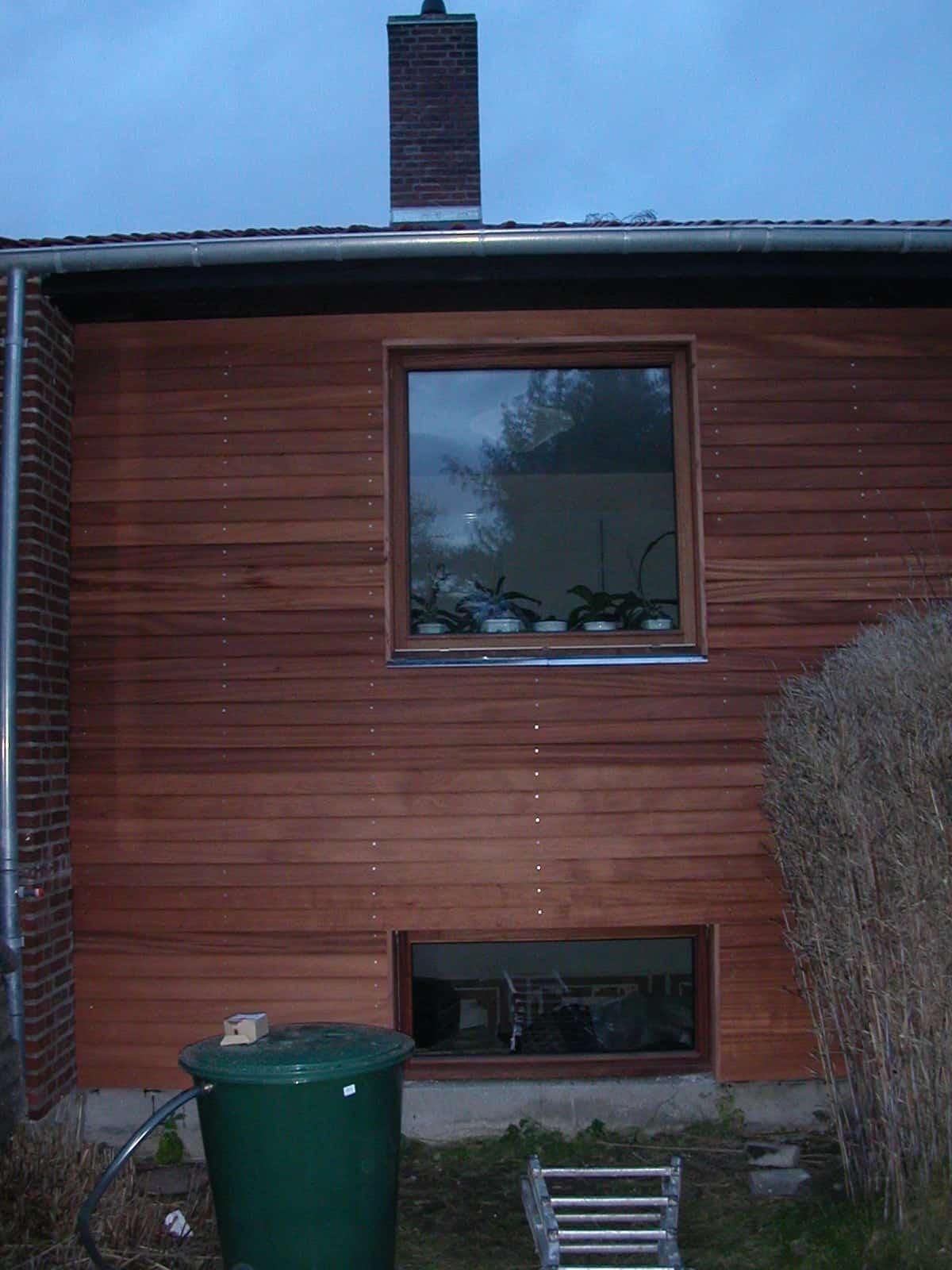 """Referensjobb """"Ny fasade i mahogny"""" utfört av MBN-Huset AB"""