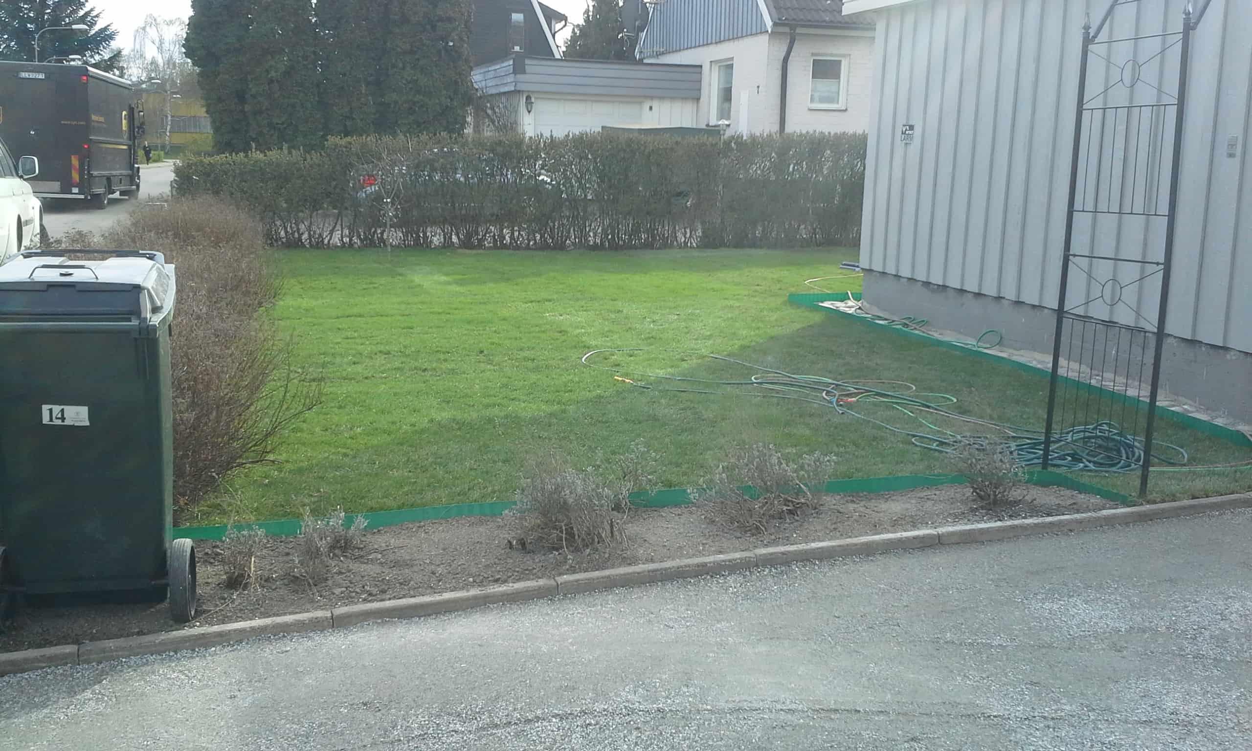 """Referensjobb """"Omläggning färdig gräsmatta """" utfört av Gröna Bussen AB"""