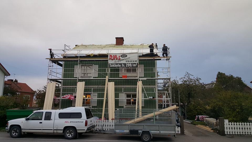 """Referensjobb """"Nytt tak under byggnation i Lidköping"""" utfört av RM:s Byggservice"""