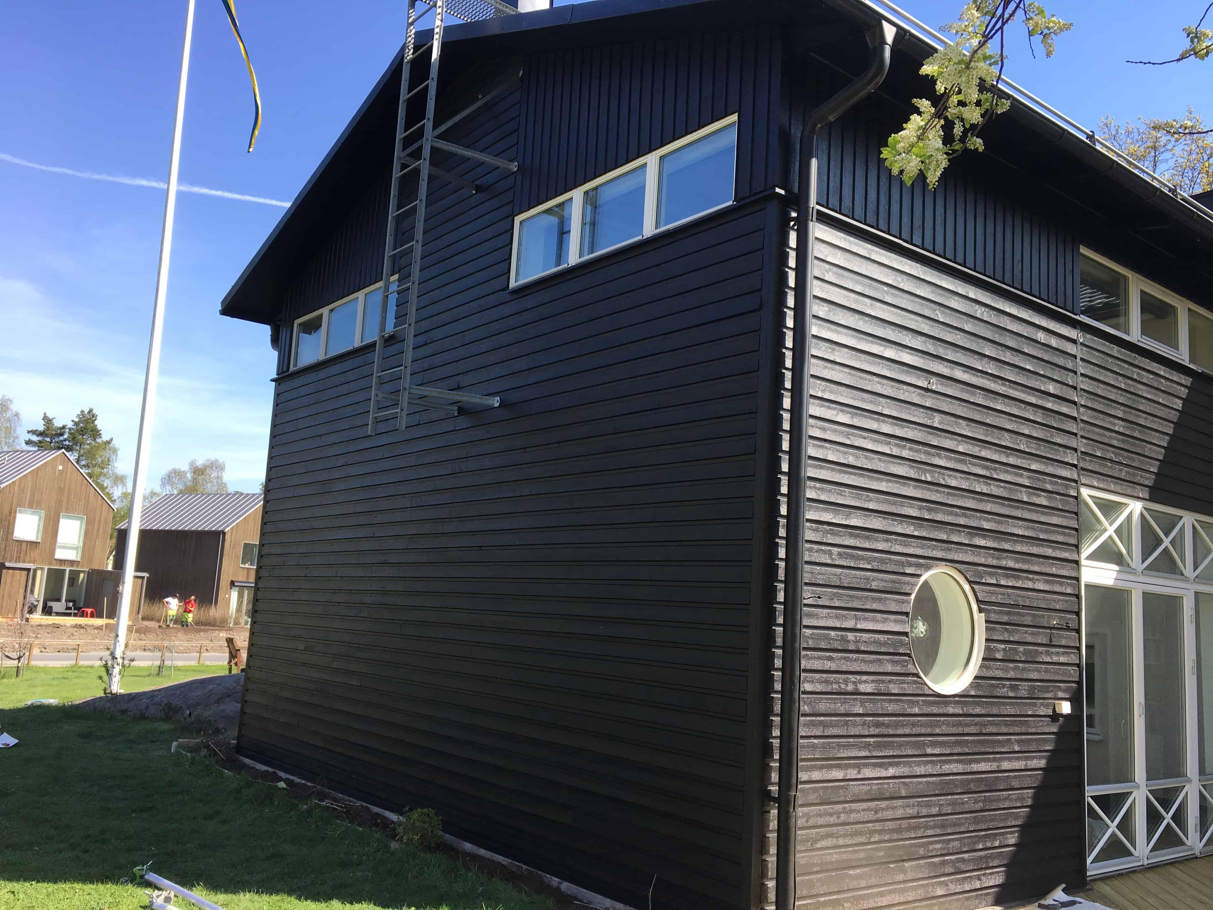 """Referensjobb """"fasad målning"""" utfört av LS Tak Sverige AB"""