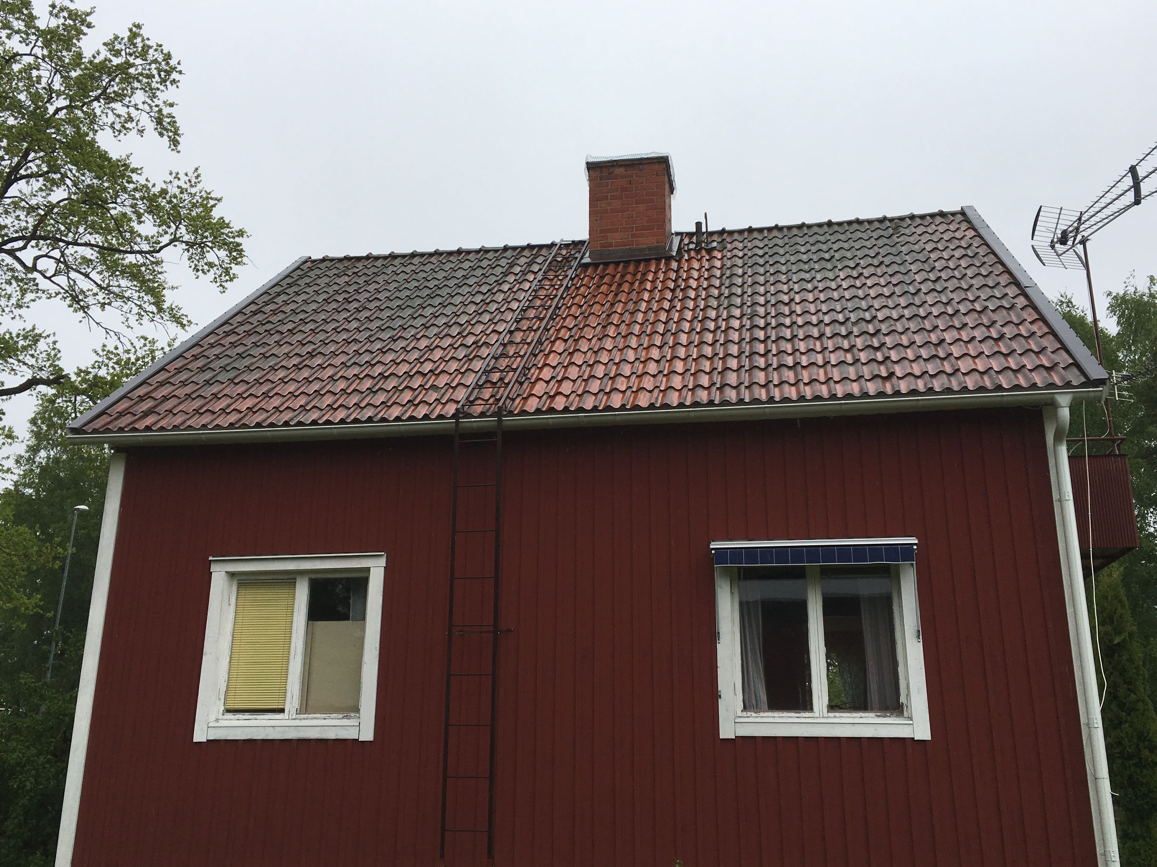 """Referensjobb """"tegel tak """" utfört av LS Tak Sverige AB"""