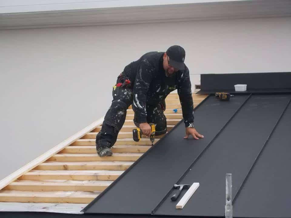 """Referensjobb """"nytt falsat tak"""" utfört av HM Allbygg AB"""
