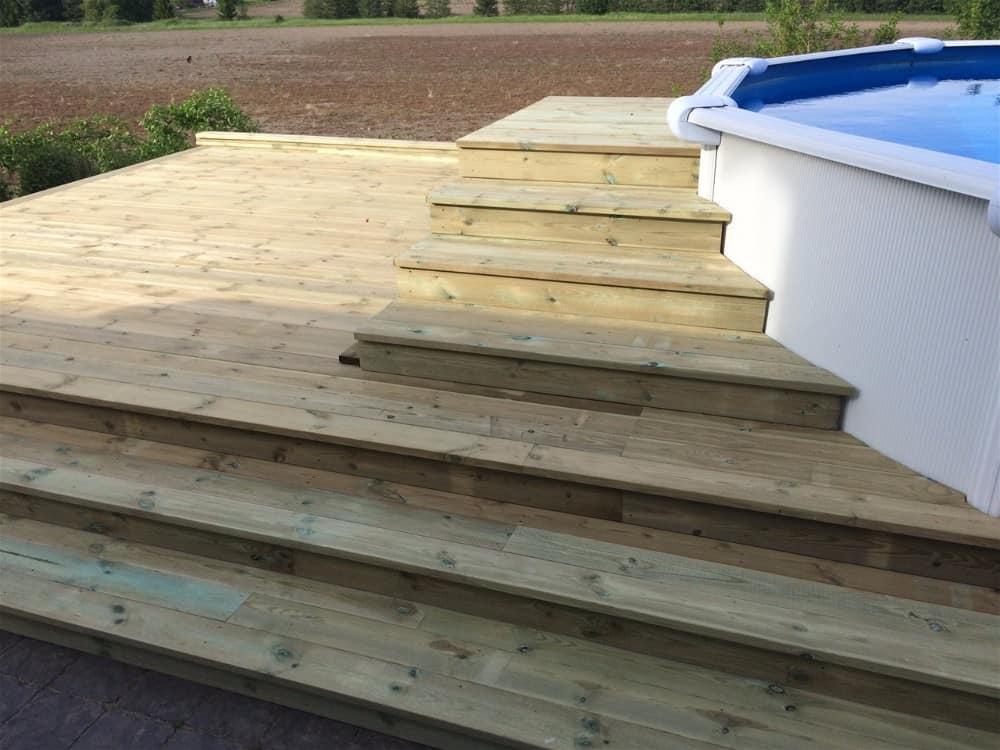 """Referensjobb """"Ny terrass med pool"""" utfört av Radaarko AB"""