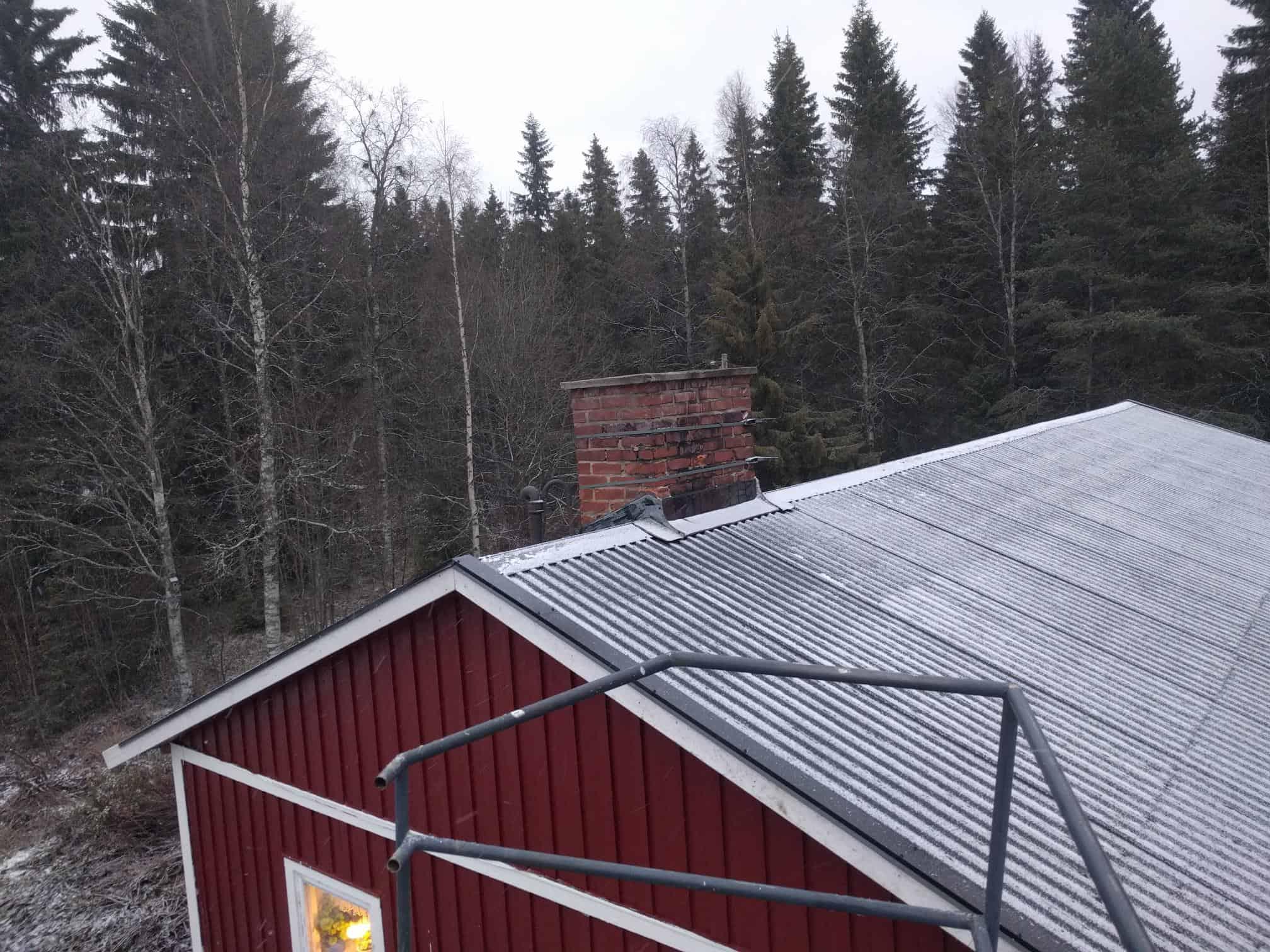 """Referensjobb """"Takbyte utanför Umeå"""" utfört av Garage57"""