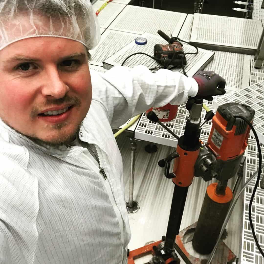 """Referensjobb """"Håltagning i känsliga, trånga laboratorie miljöer."""" utfört av Håbo Betonghåltagning AB"""