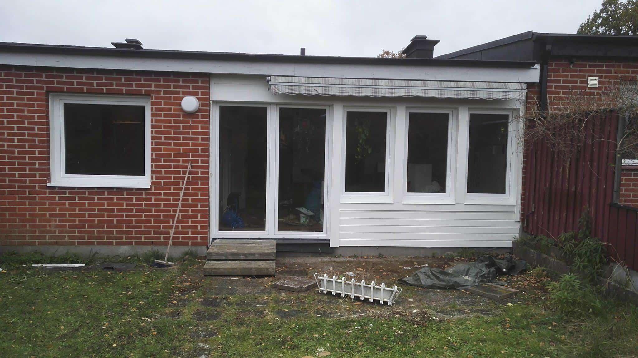 """Referensjobb """"Fönsterbyte på hus och montage av skjutparti """" utfört av Blekinge Snickeri & Kakel AB"""