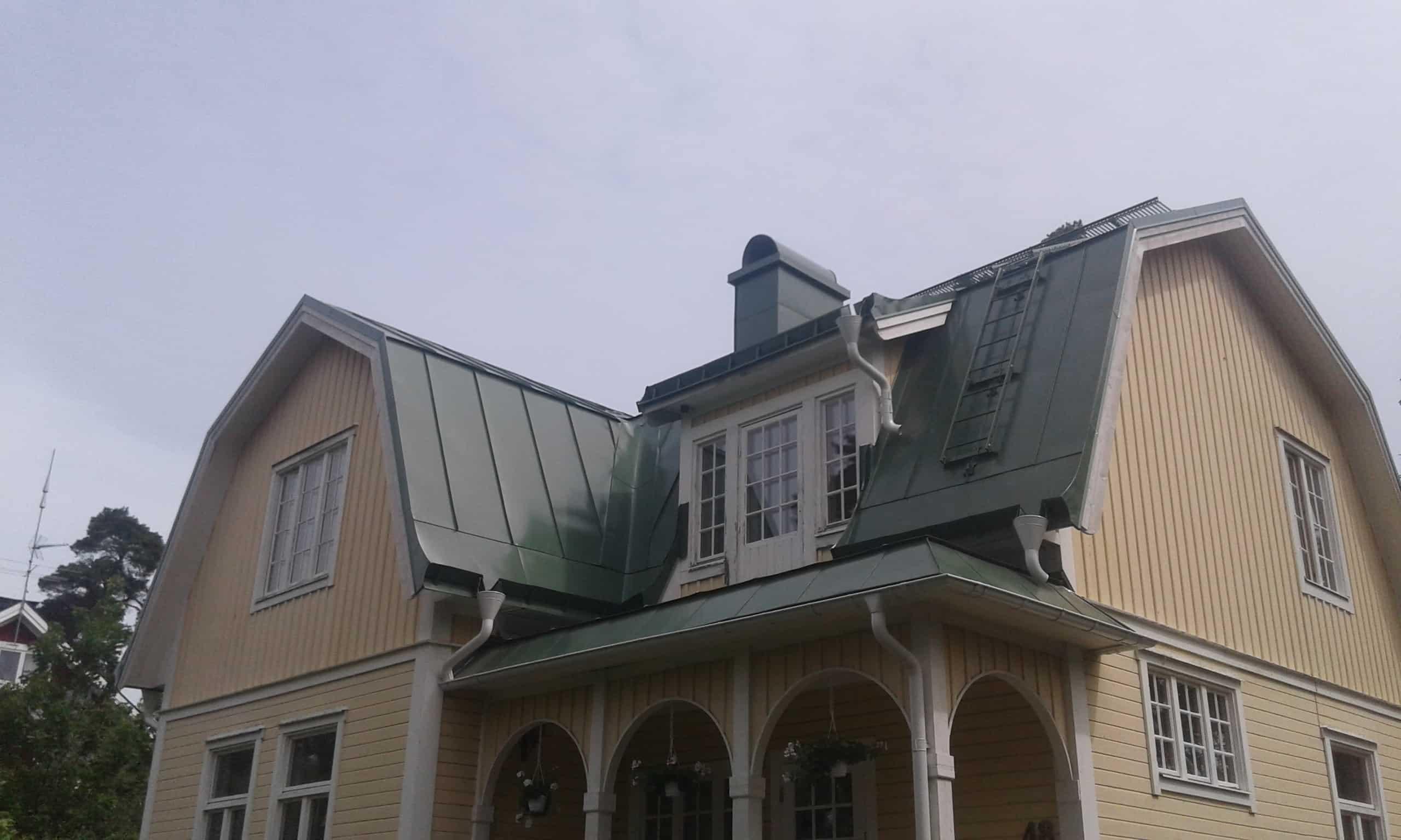"""Referensjobb """"Villa Solllentuna"""" utfört av Kronans Tak & Fasad Plåtslageri AB"""