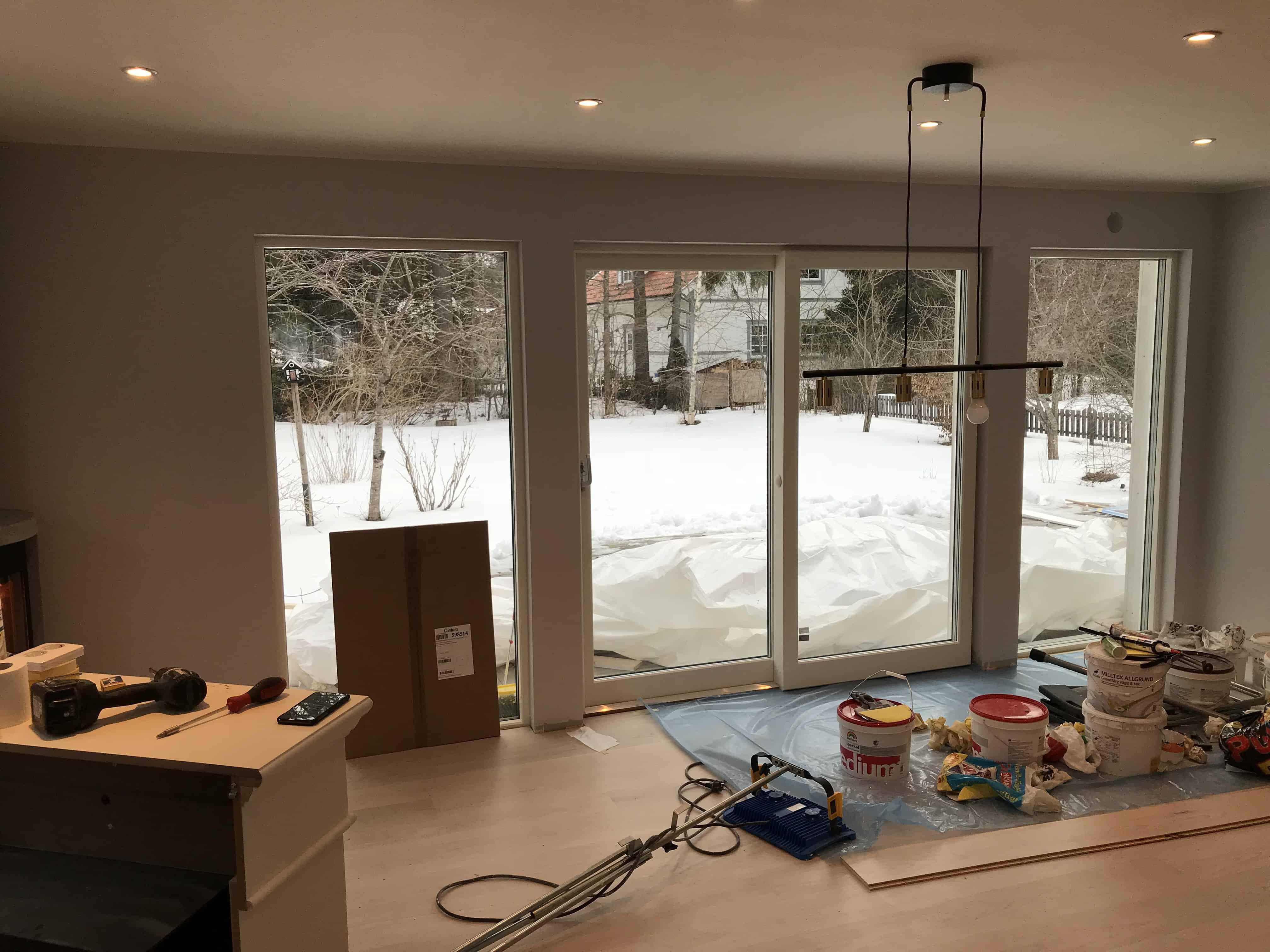 """Referensjobb """"Glasvägg mot veranda"""" utfört av Sussi & Alex måleri AB"""