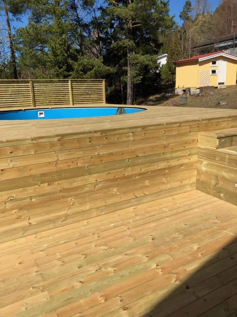 """Referensjobb """"Pool med trädäck"""" utfört av RKS Mark & Trädgård AB"""