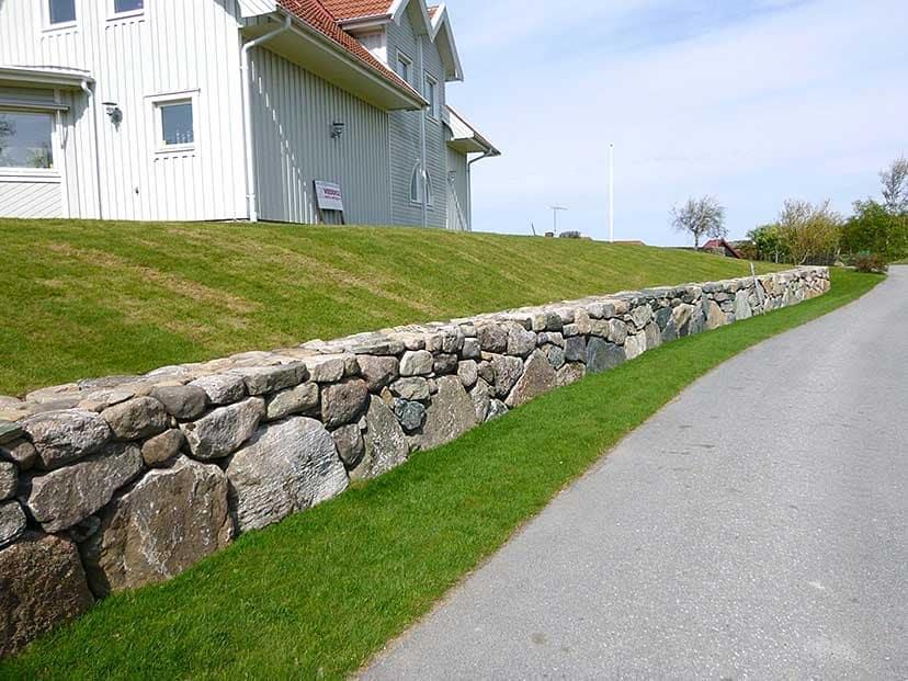 """Referensjobb """"Mark- och murarbete i Kullavik"""" utfört av Veddige Mark & Anläggning (FH Kranservice AB)"""