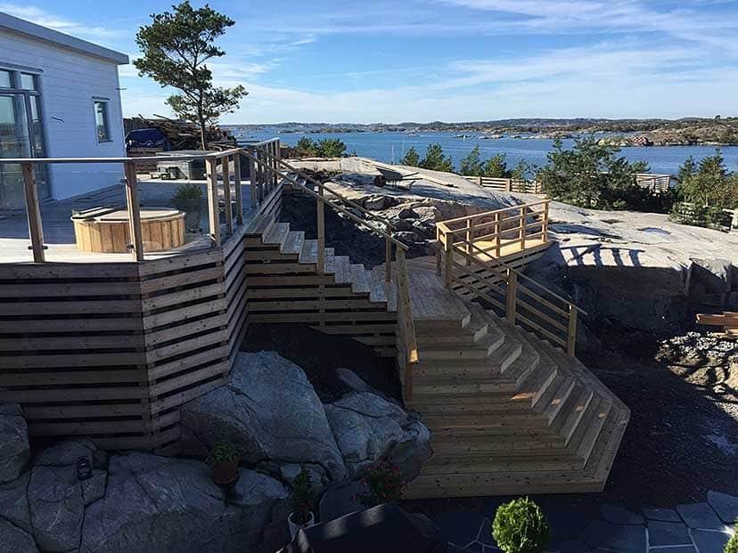 """Referensjobb """"Altan och staket i Näset"""" utfört av Veddige Mark & Anläggning (FH Kranservice AB)"""