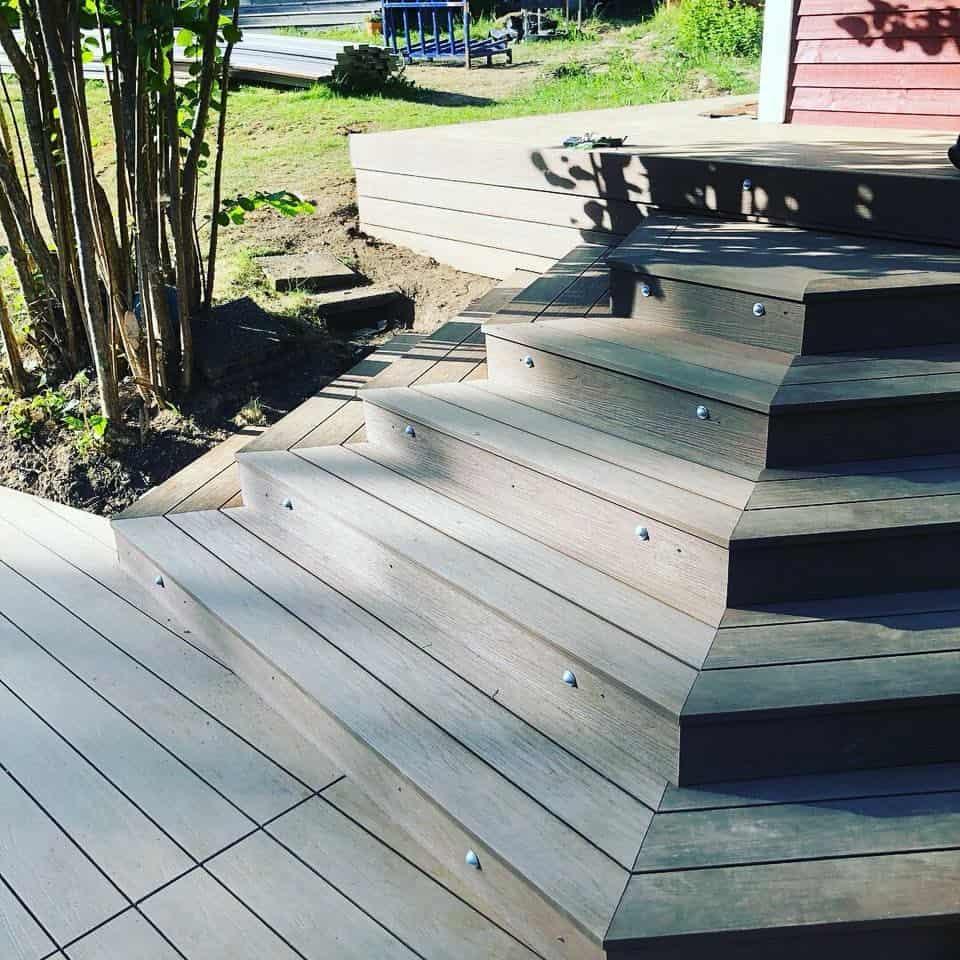 """Referensjobb """"Nygbyggd trappa till altandäcket """" utfört av Evangelos Hantverksföretag"""