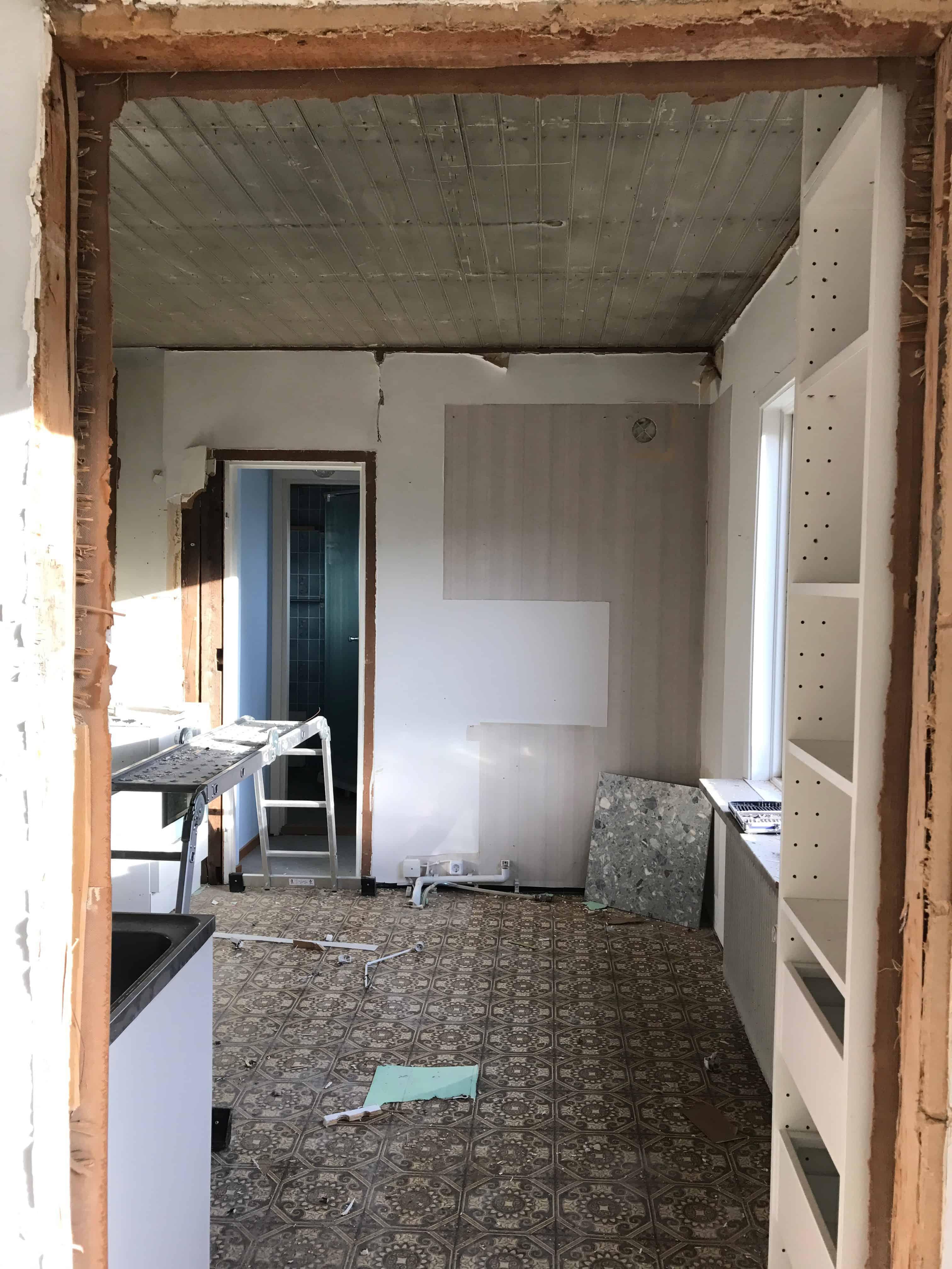 """Referensjobb """"badrum innan renovering"""" utfört av Nya Badrum Örebro AB"""