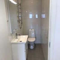 """Referensjobb """"Bygge av toalett till kontor i Tumba"""" utfört av Bayron Group AB"""