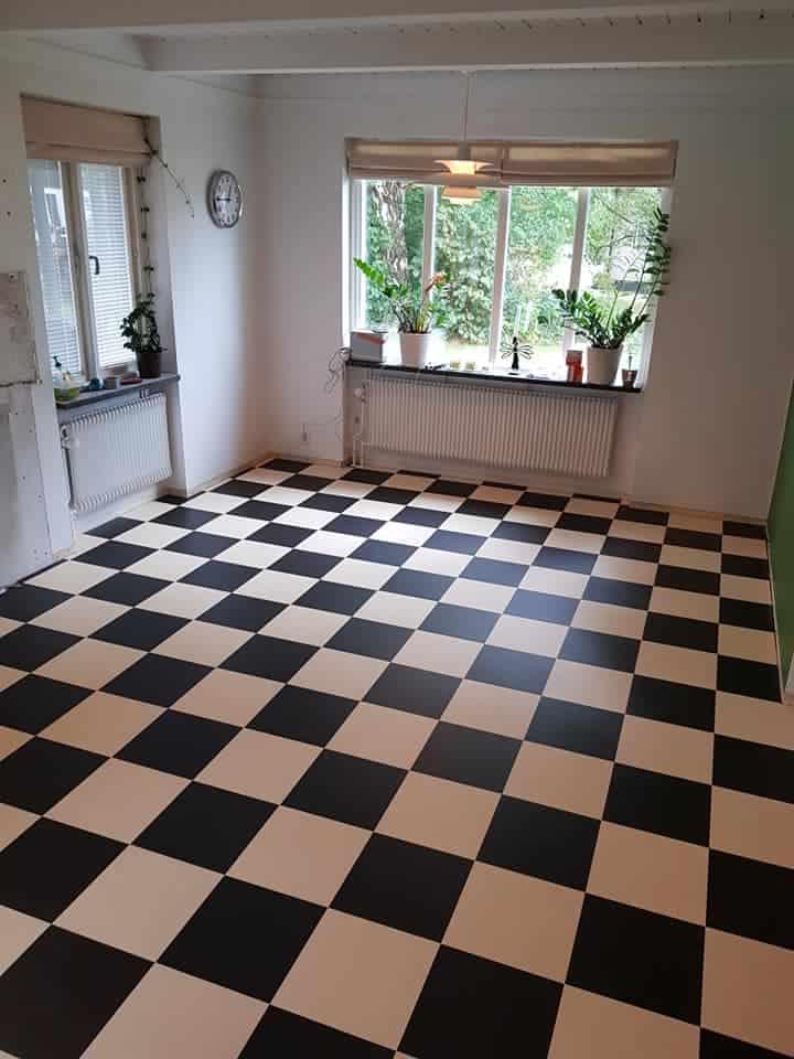 """Referensjobb """"Schackrutigt golv"""" utfört av MZ Bygg & renovering AB"""