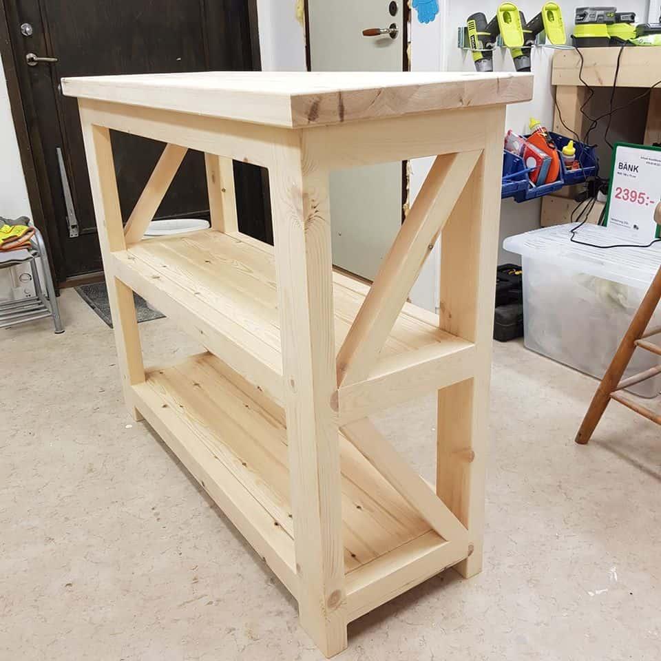 """Referensjobb """"Måttanpassat avlastningsbord i furu"""" utfört av Schaub WoodWorks"""