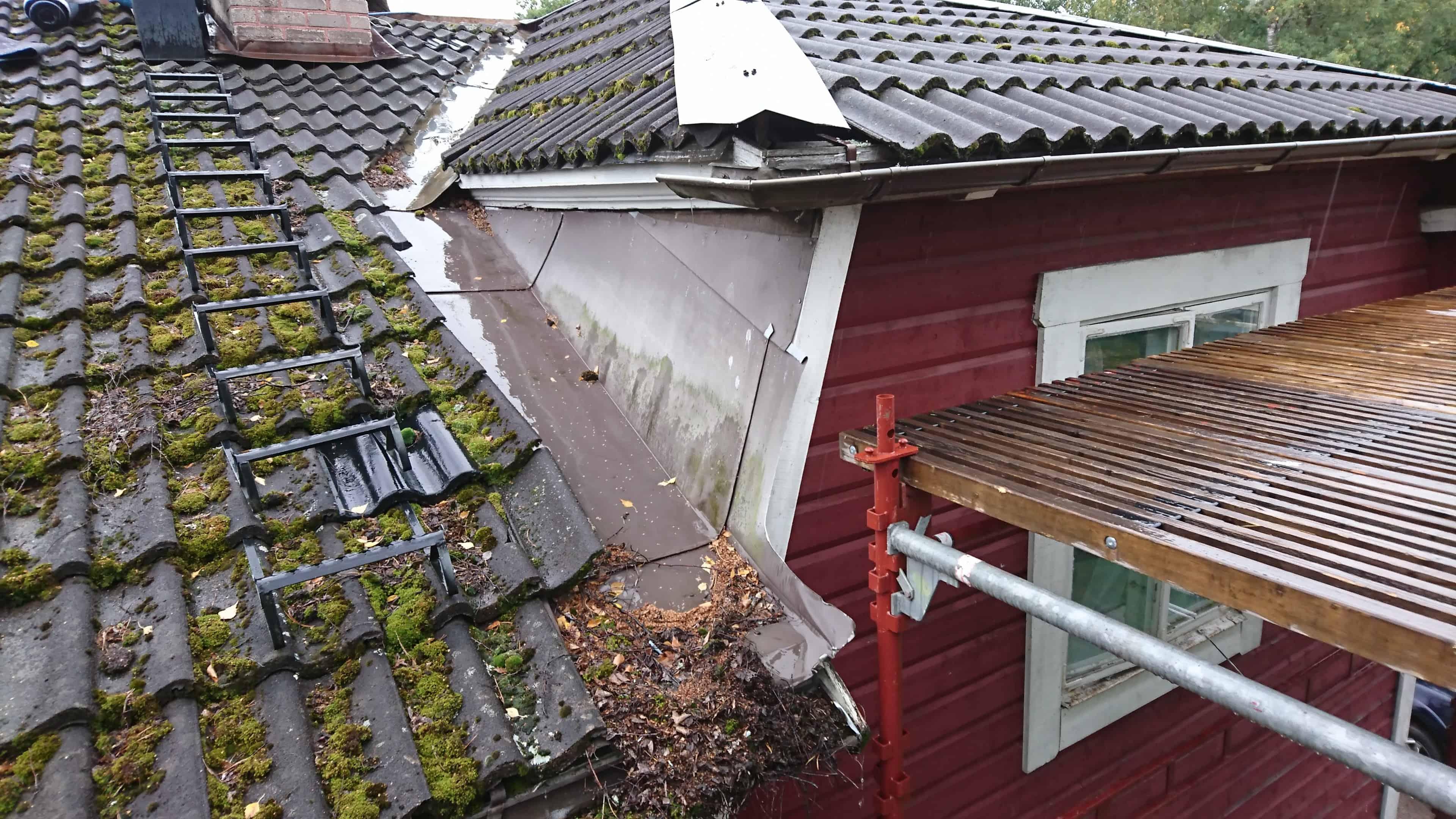 """Referensjobb """"Tak innan renovering"""" utfört av Broby Stenhammar Bygg AB"""