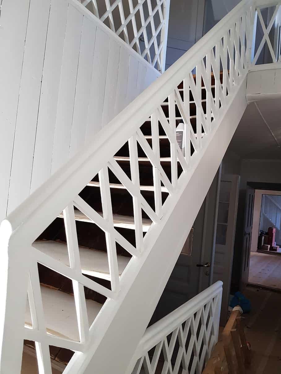 """Referensjobb """"Målning trappa"""" utfört av Finde Allservice AB"""