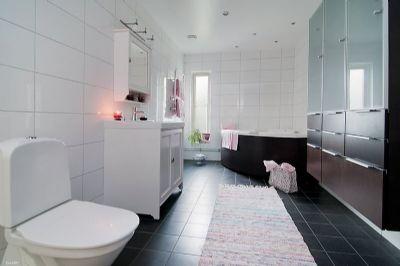 """Referensjobb """"Totalrenovering av vattenskadad badrum"""" utfört av Lalas Hantverkare AB"""
